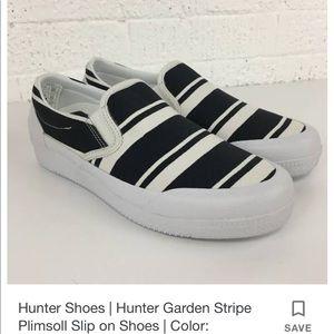 New in box Hunter navy white slip on sneakers